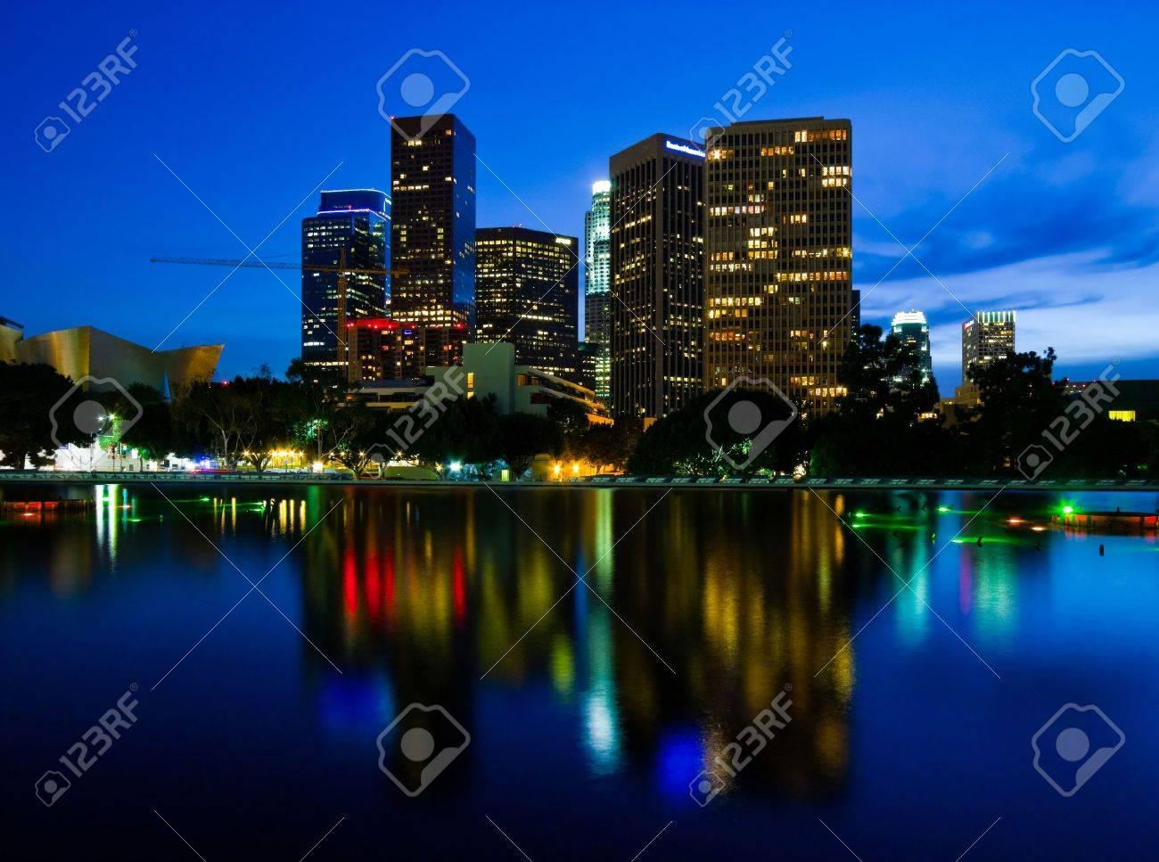 Los Angeles at night - 18195020