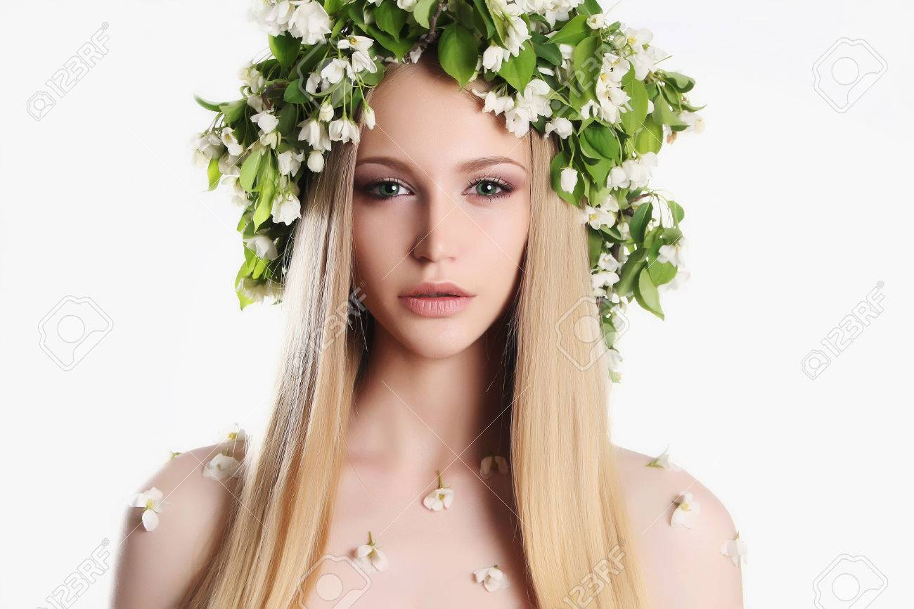 Young woman with flowers crown beauty model girlautiful girl young woman with flowers crown beauty model girlautiful girl with flowers on her dhlflorist Gallery