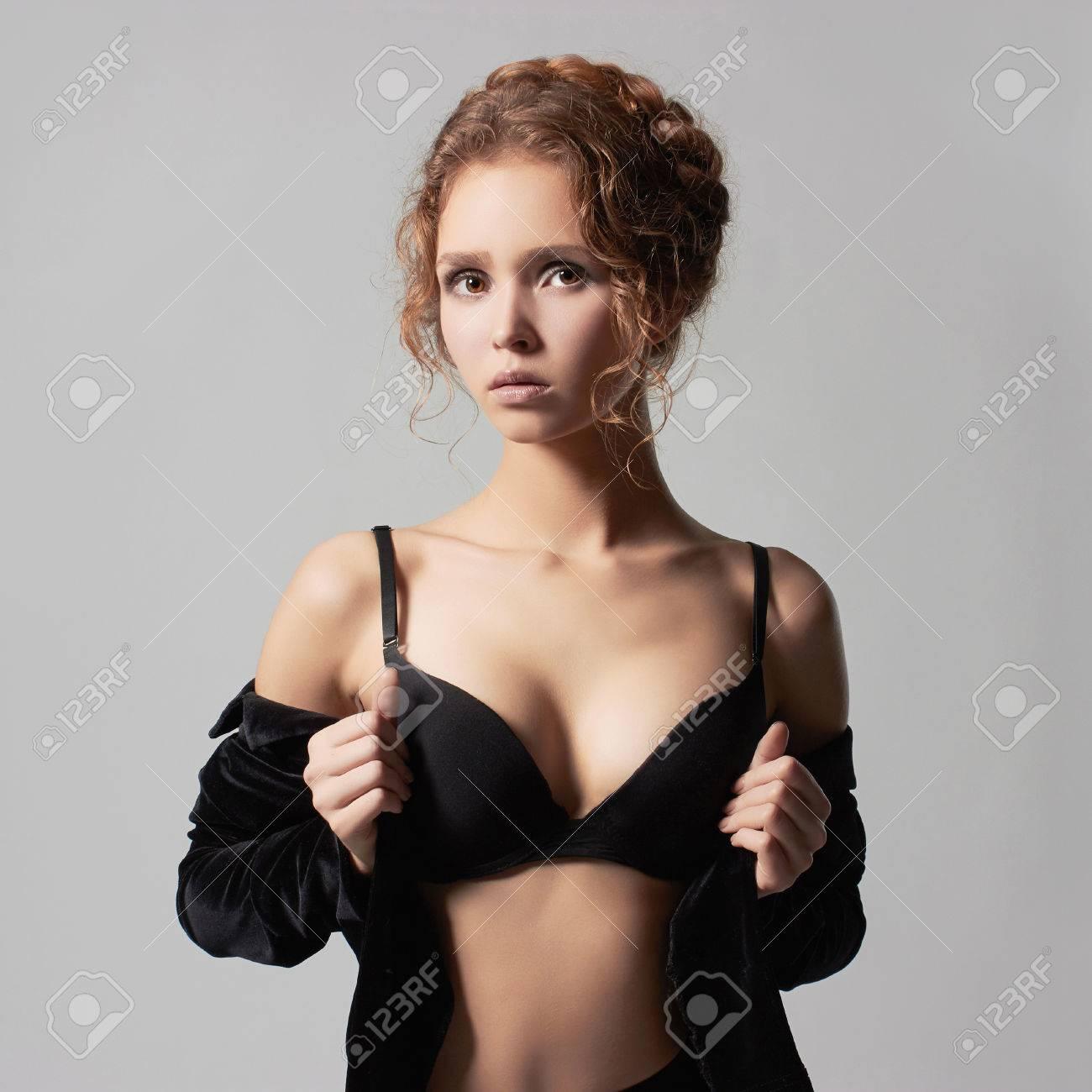 Jeune Belle Jeune Femme Dans Underwear Fashion 18 Ans Girl Trendy Modele Sexy Banque D Images Et Photos Libres De Droits Image 48202639