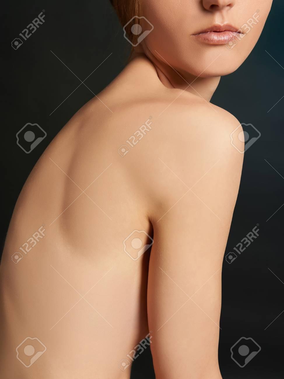 Mädchen brust nackt