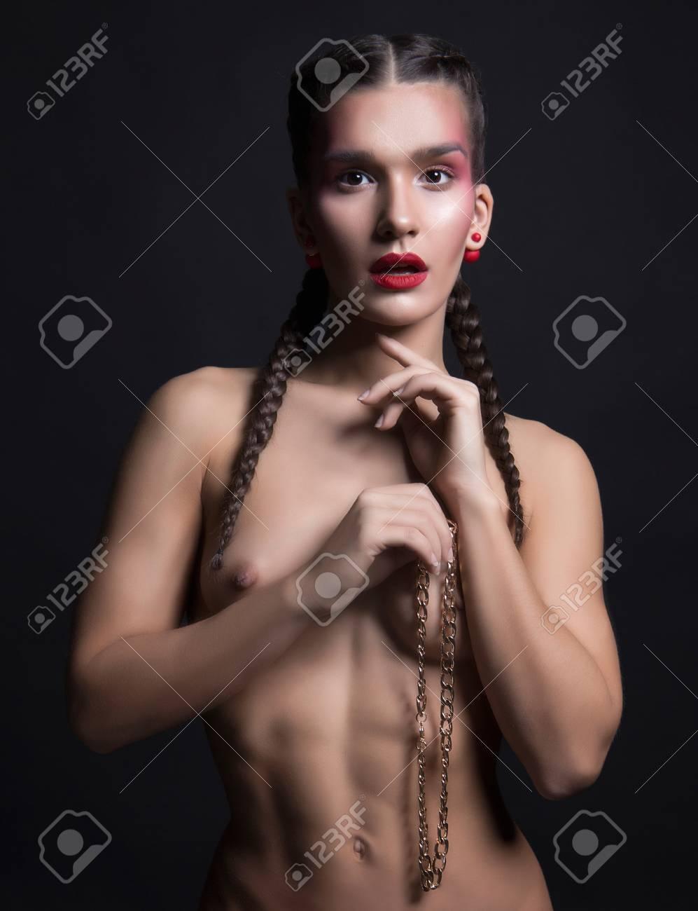 mädchen beim sport nackt