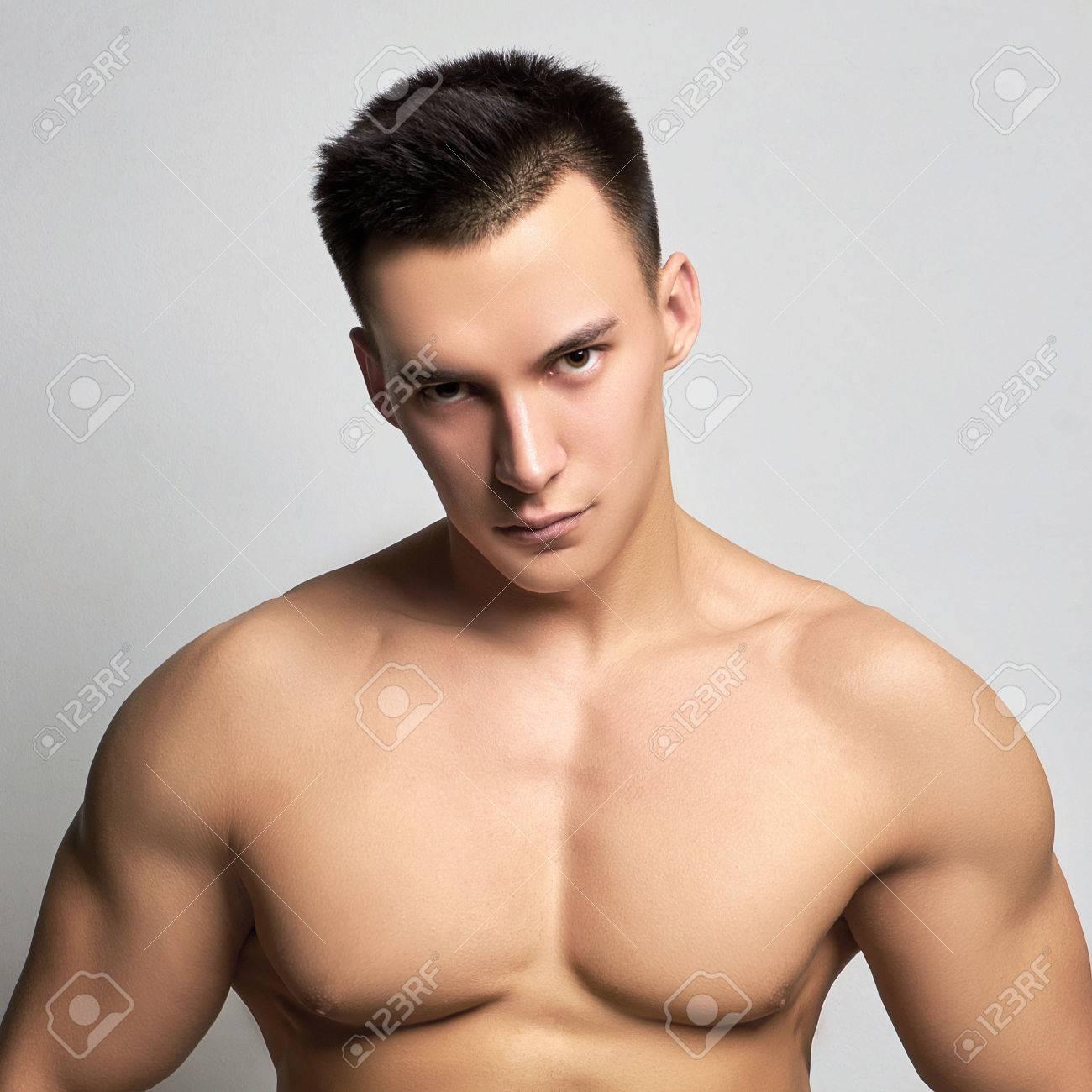 Archivio Fotografico - Bello atletico man.muscular idoneità ragazzo df72826731c9
