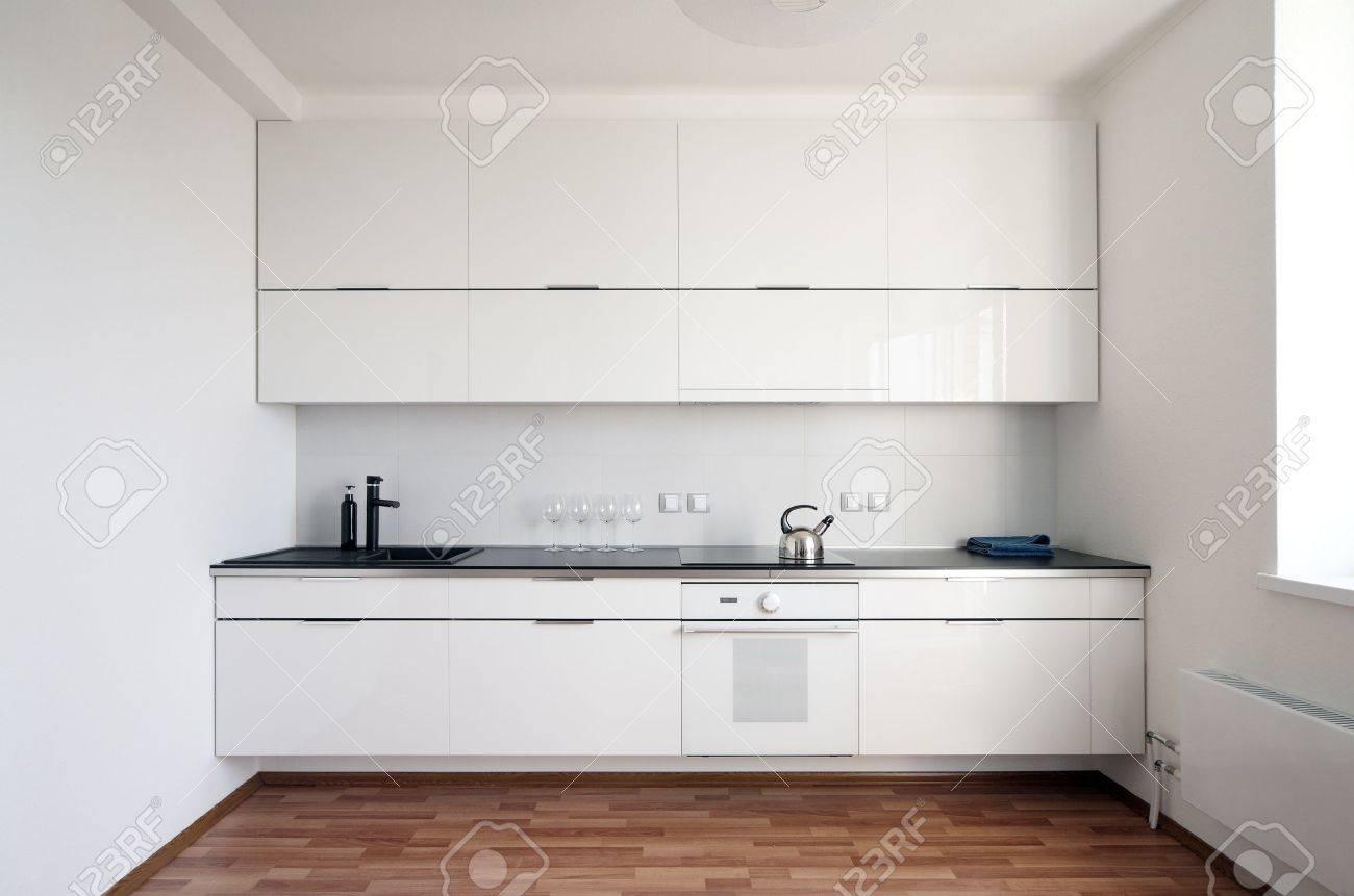 Moderne Küche Interieur Im Minimalismus-Stil Lizenzfreie Fotos ...