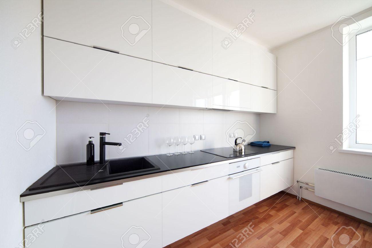 Moderne Küche Interieur Im Minimalismus Stil Standard Bild   16036006