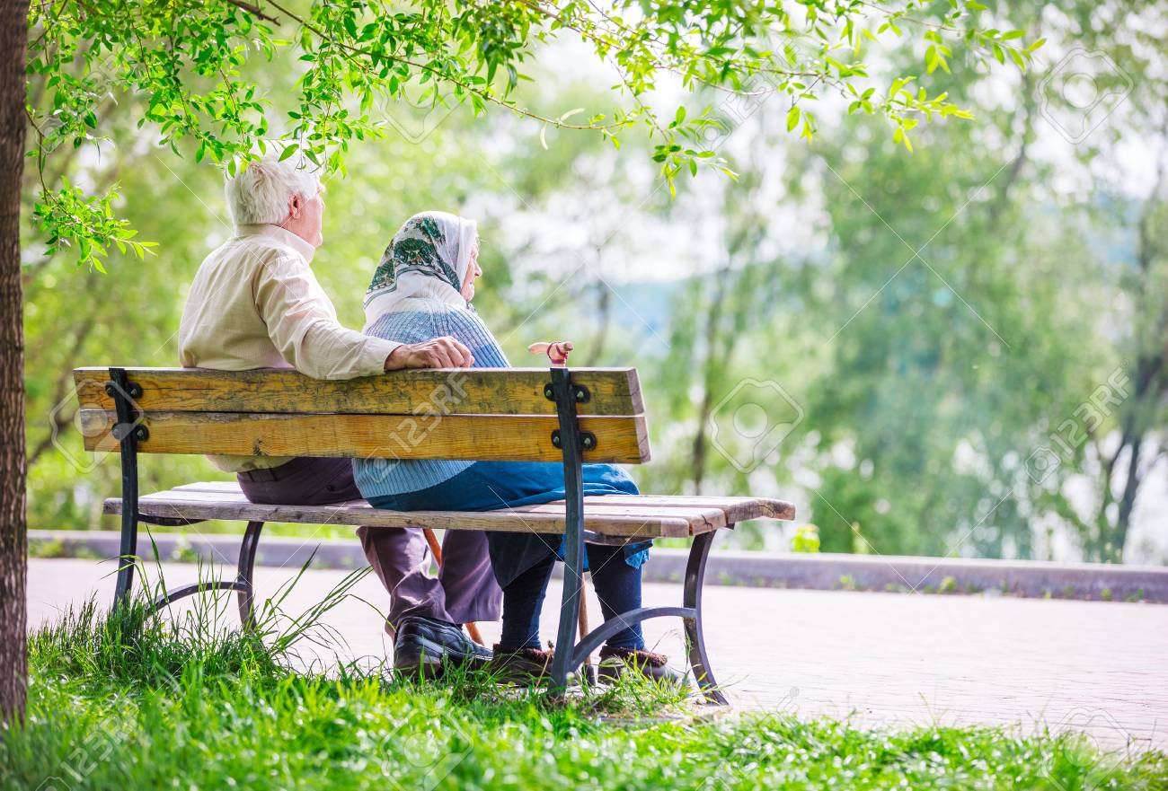 Elderly couple resting at the park - 58629400