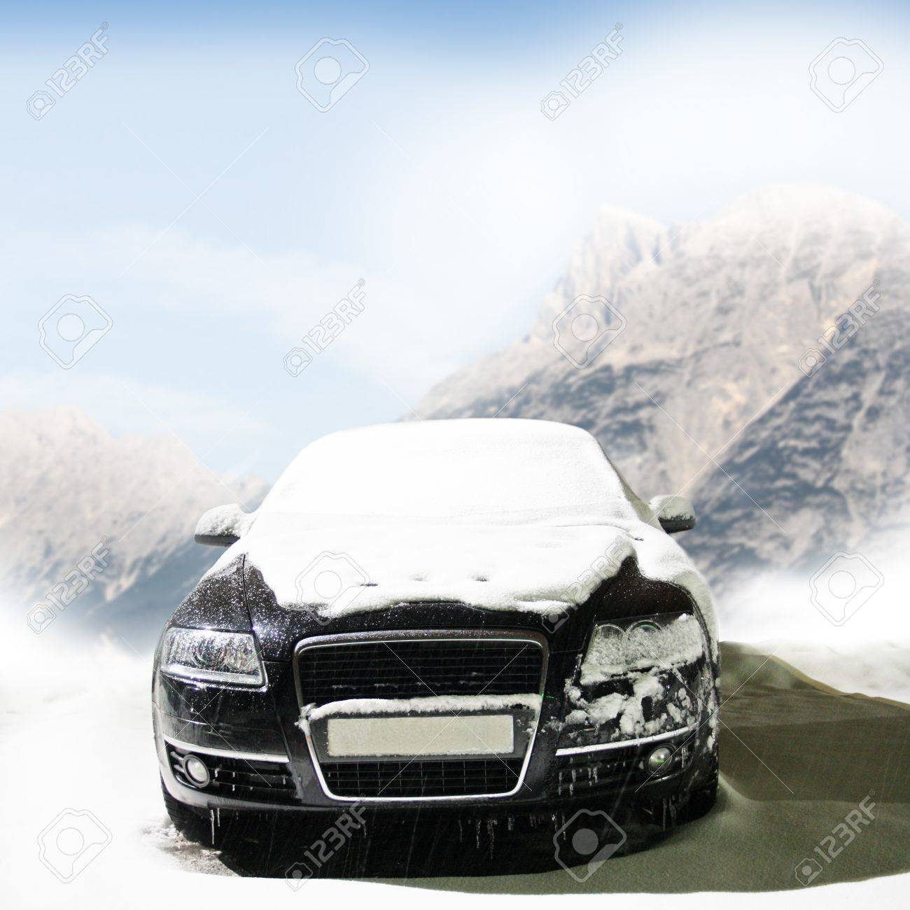 car in the winter on the road Stock Photo - 12578503