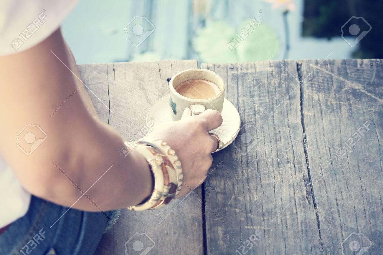 woman drinking coffee Standard-Bild - 34839708