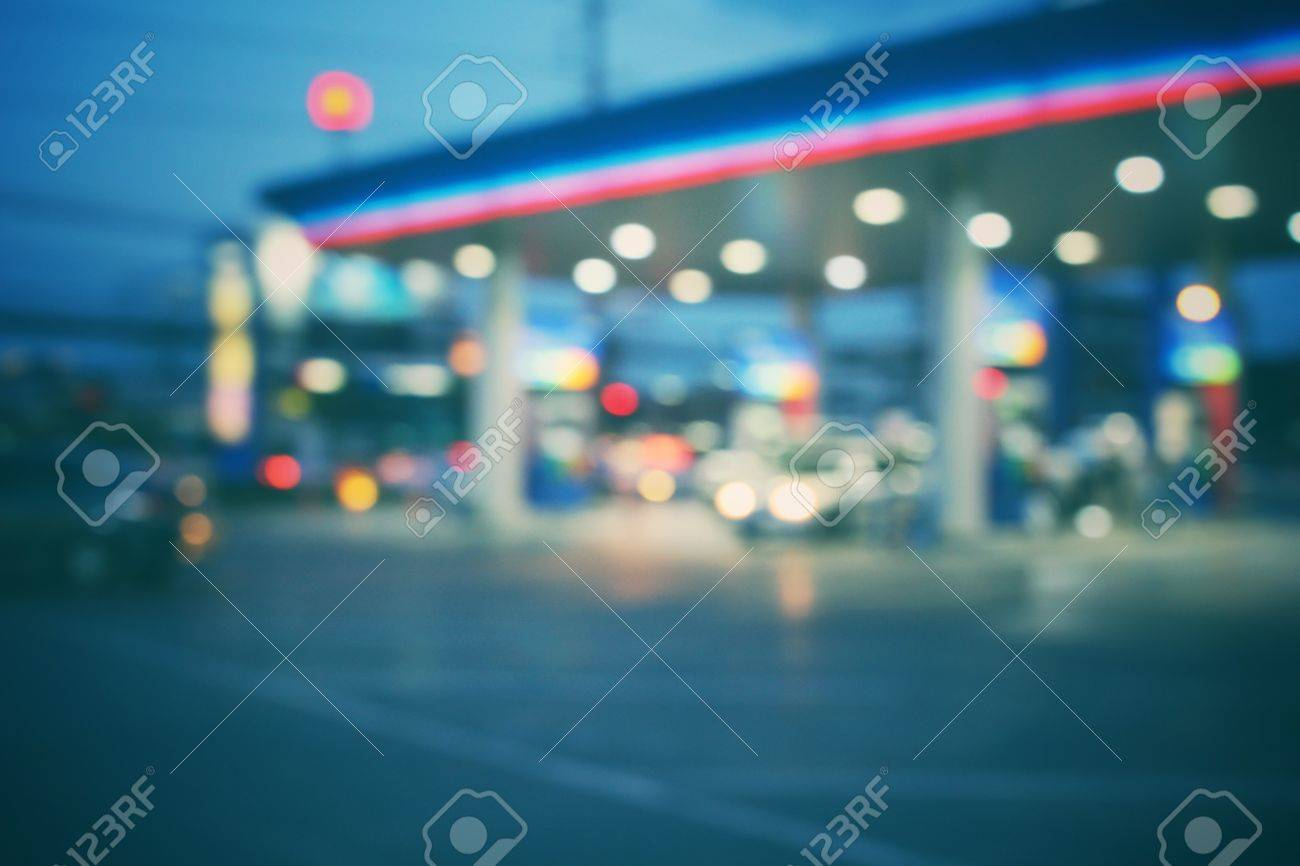Blurred of gas station Standard-Bild - 39453086