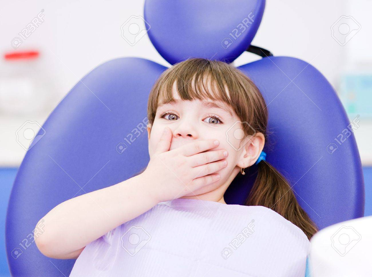 frightened girl at dentist s office Stock Photo - 20901964