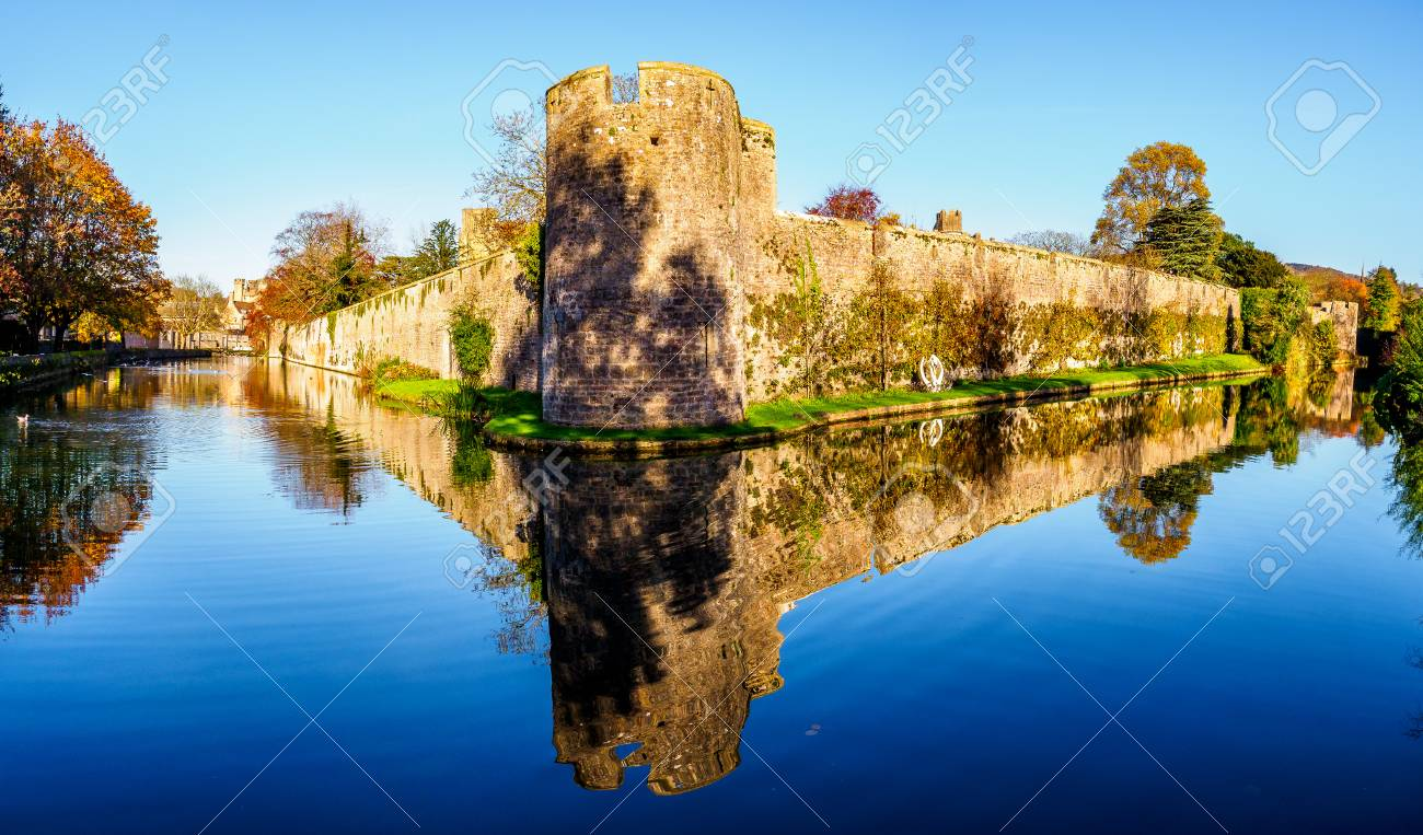 13th Century Palace With A Moat And Bell Ringing Swans Plus Stock