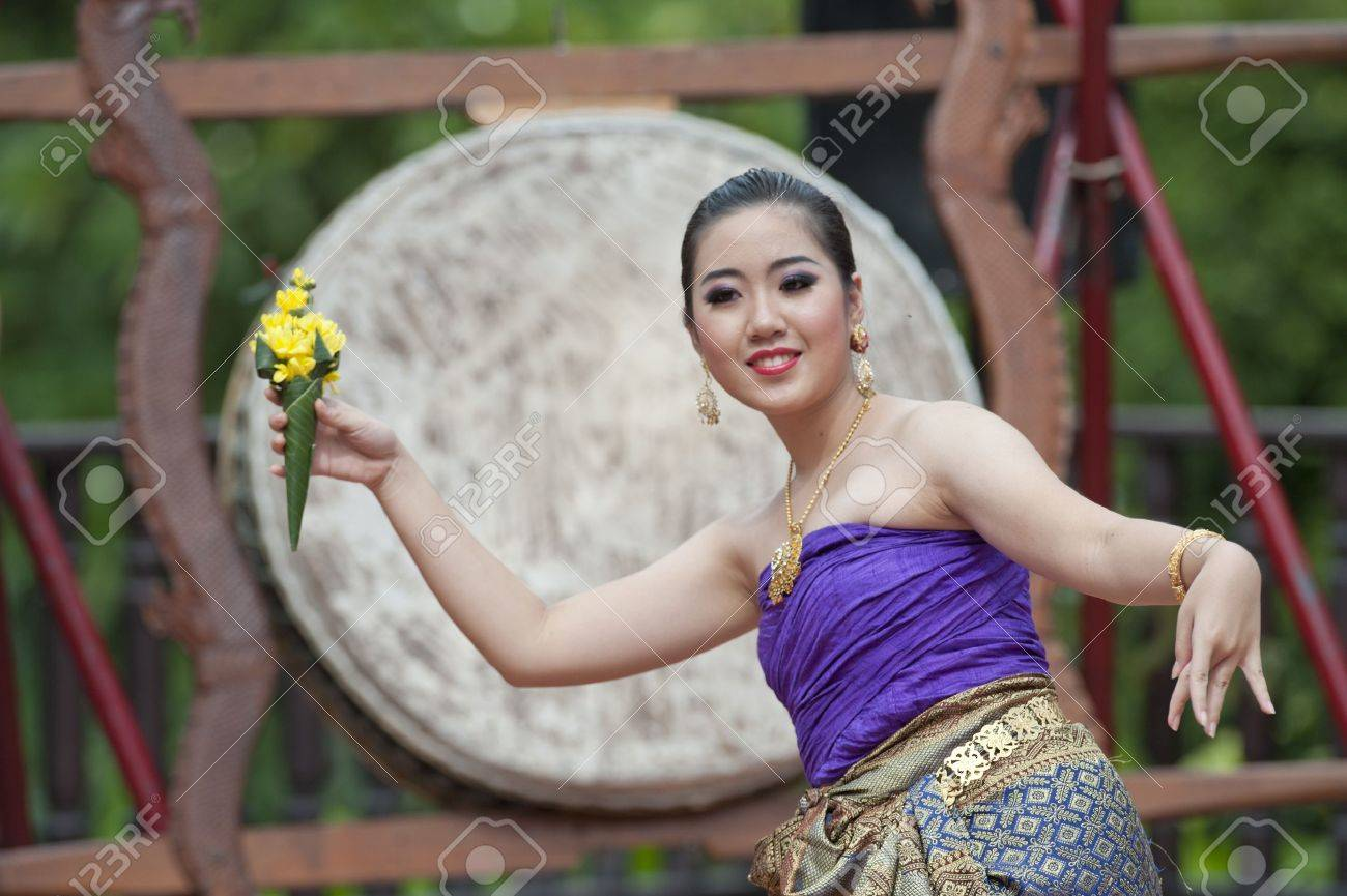 BANGKOK, THAILAND - JULY 10 : Thai traditional dance. This is the parade of making traditional merit of people from the northern territory of Thailand, July 10, 2011 in Bangkok, Thailand.  Stock Photo - 9916007