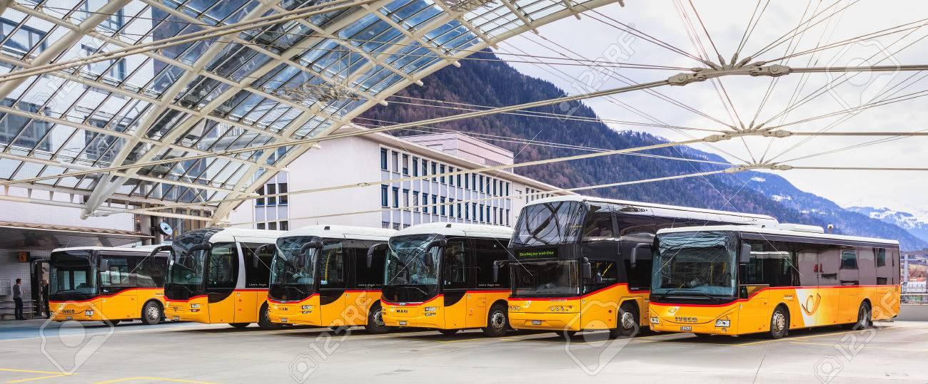 Chur, Suiza - 3 De Marzo De 2017: Post Buses En La Estación De Autobuses De  Chur. Post Bus Switzerland (en Alemán: PostAuto Schweiz) Es Una Filial De  La Swiss Post, Que