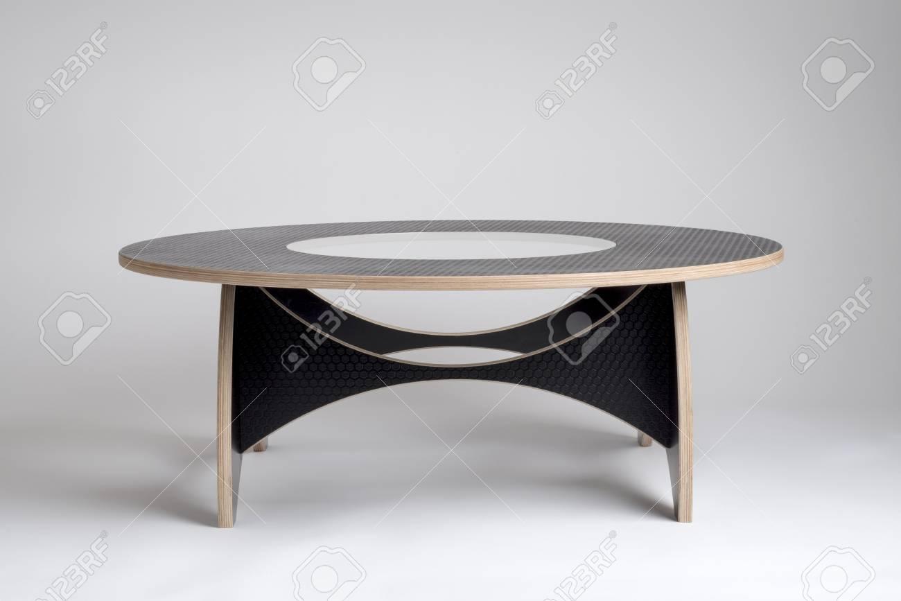 Banque Du0027images   Table Ronde En Bois Design Moderne En Vinyle Noir à Motif  Nid Du0027abeille