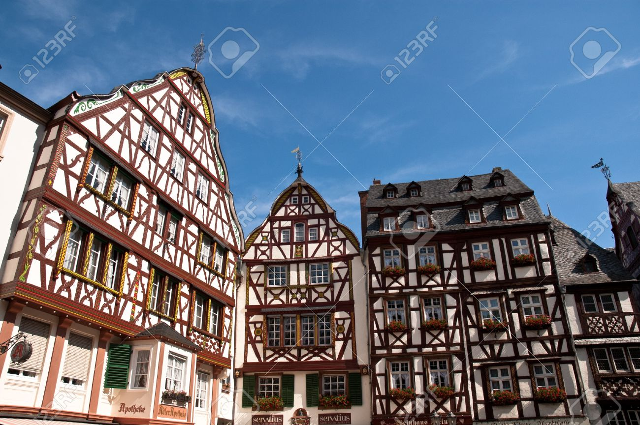 Half-timber houses in the market place of Bernkastel-Kues Stock Photo -  10006200