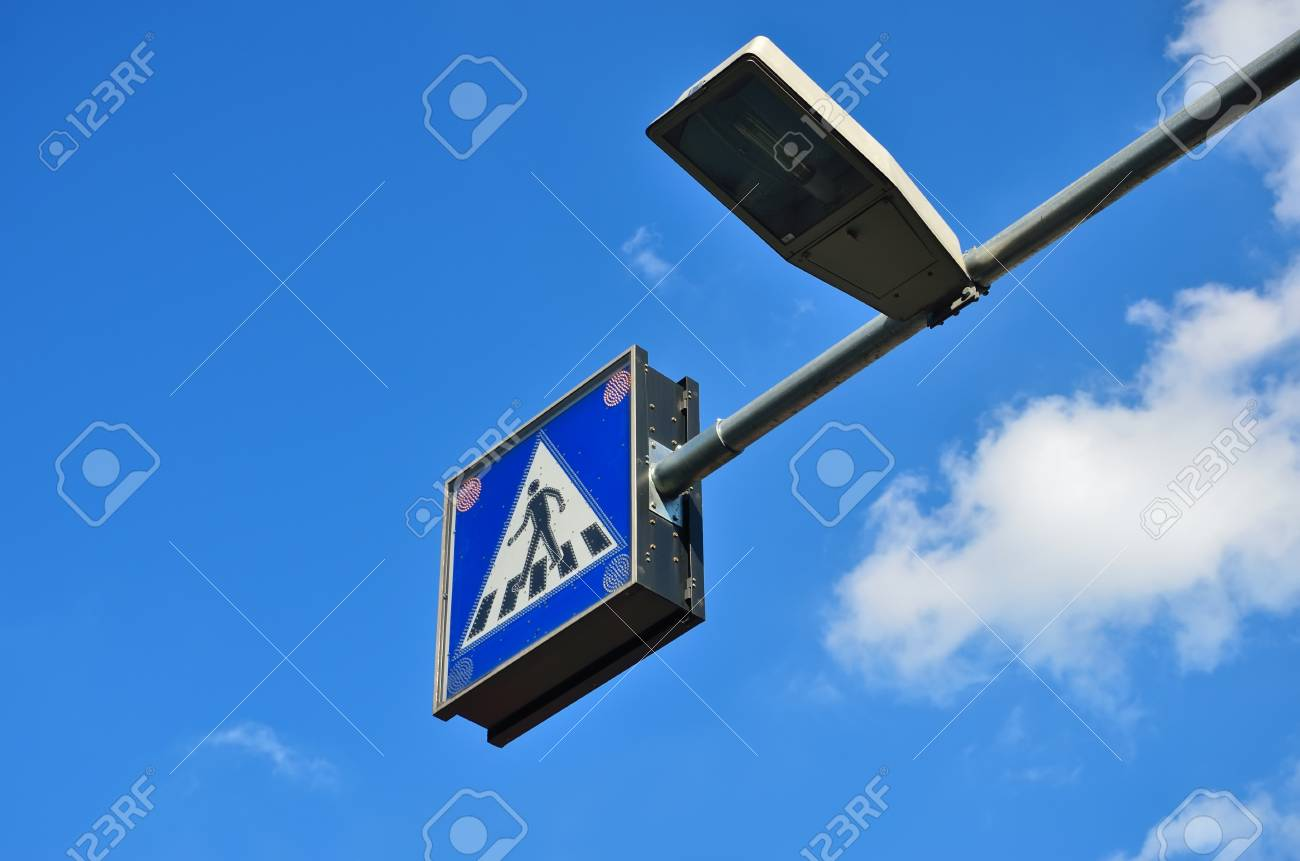 Pedestrian crossing sign Stock Photo - 10523920
