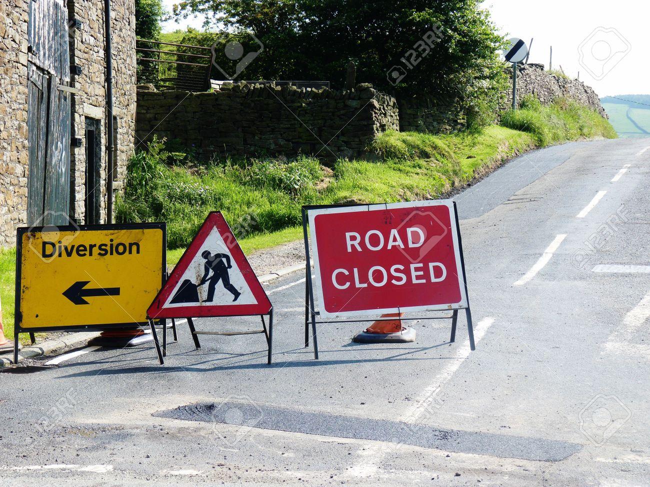 roadworks signs closed diversion road - 54101373