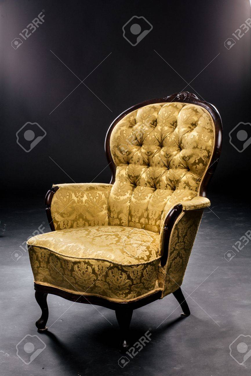 Chaise Vintage Sur Les Jambes Courtes Couleur Moutarde Belle Matire La Texture Le Bois