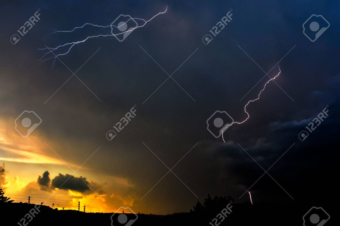 Lightning, Weather and Storms in night skies Stock Photo - 45306330
