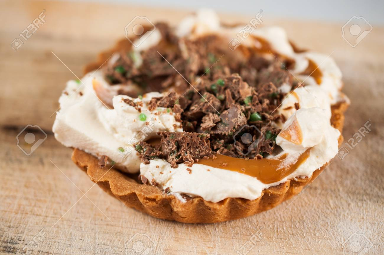 Peppermint crisp tart in a biscuit base Stock Photo - 46912697