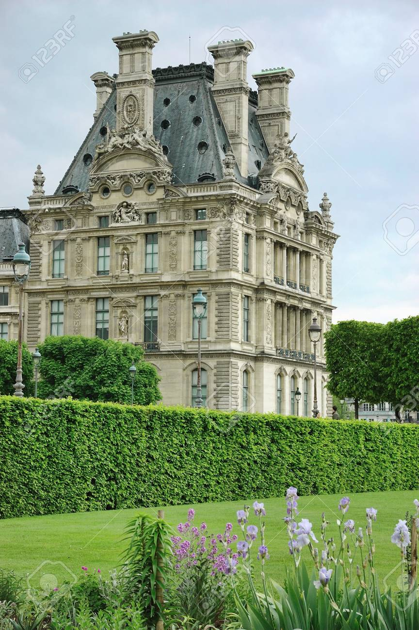 Louvre museum from the garden of Tuileries Stock Photo - 7241929