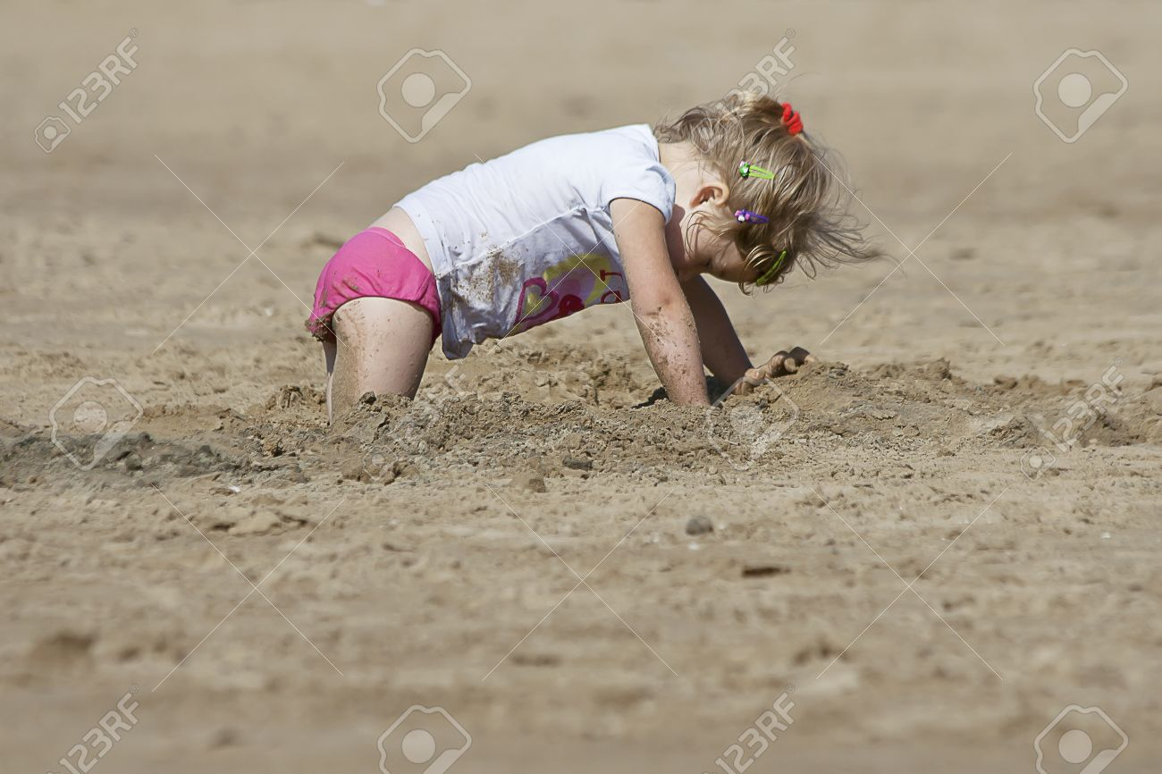 little  cute  panties Stock Photo - little cute girl looking for the treasure