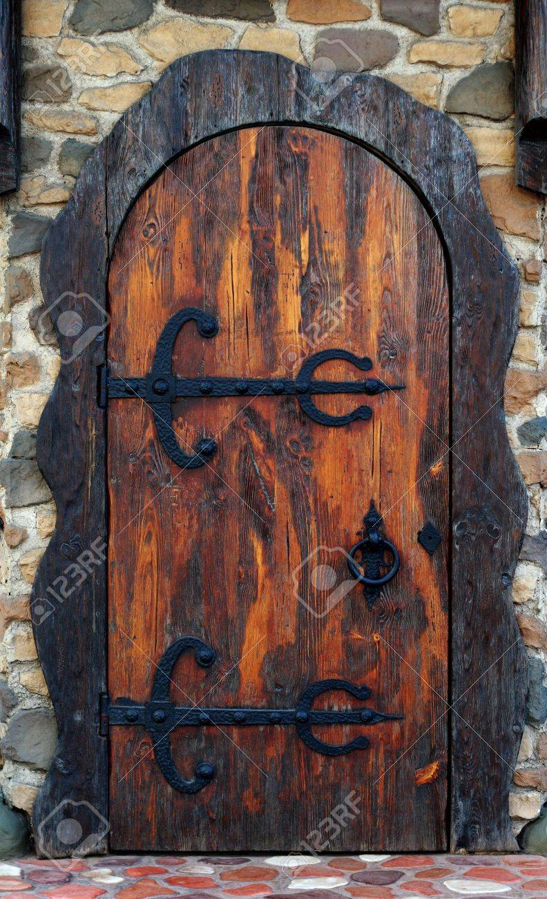 Old wooden door. Old-fashioned pub doorway Stock Photo - 5124317 & Old Wooden Door. Old-fashioned Pub Doorway Stock Photo Picture And ...