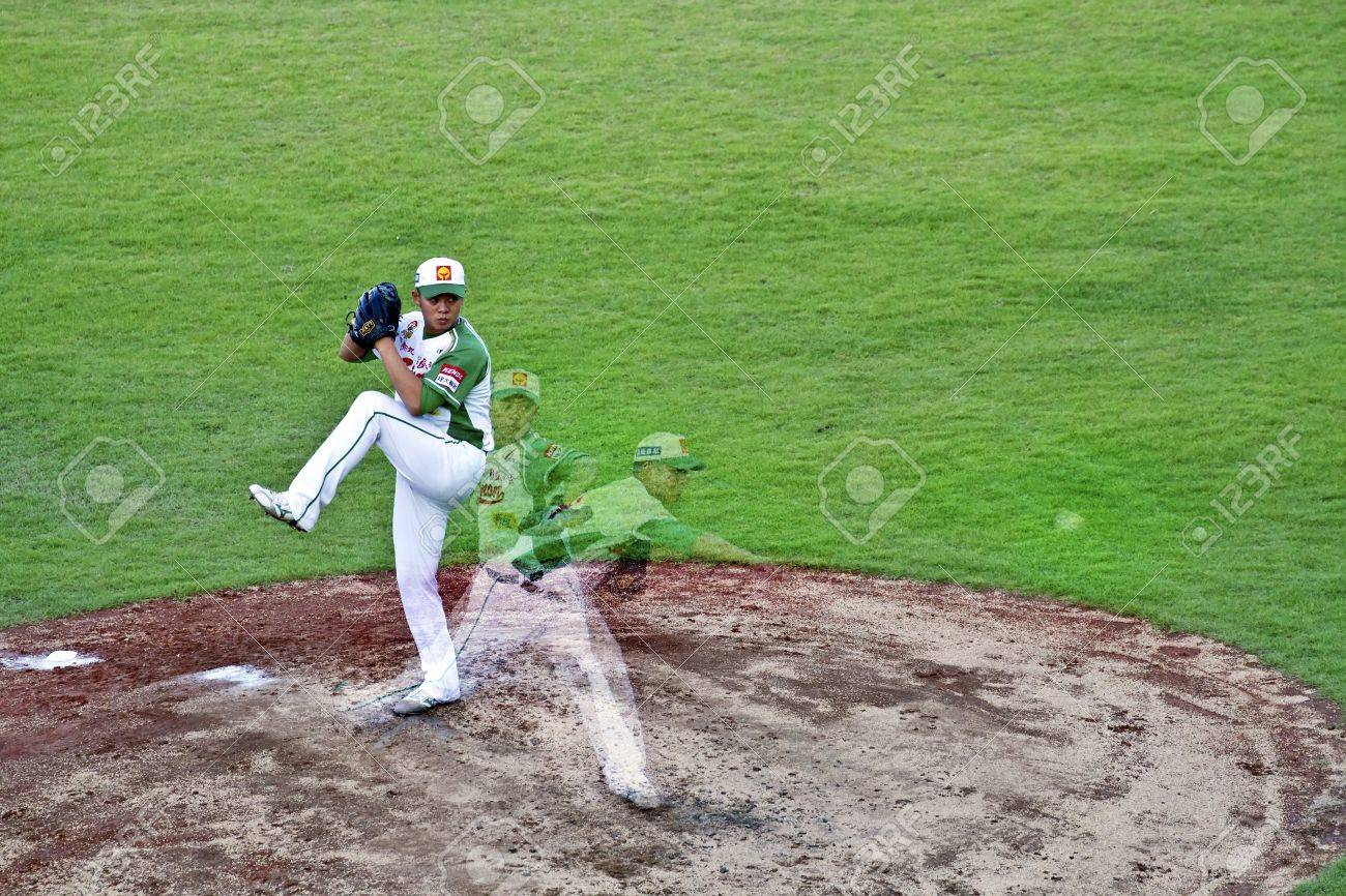 Tianmu, Taiwan - September 1,2012 : Lin, a Sinon Bulls pitcher of CPBL, pitch for the Chinese Professional Baseball League game on September 1, 2012 at Tianmu Stadium, Taipei, Taiwan. Stock Photo - 15156519