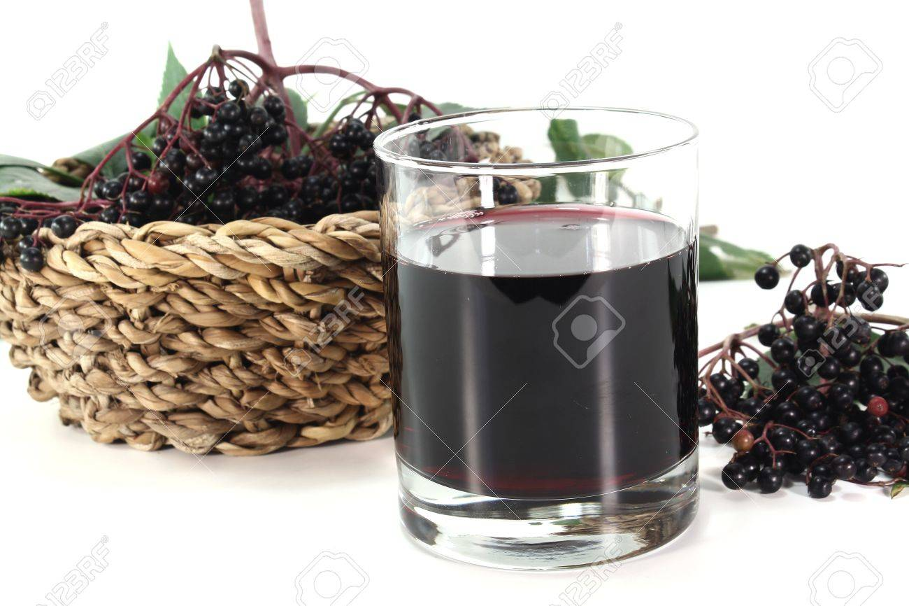 Elderberry juice with elderflower berries and leaves on a white background Standard-Bild - 11449358