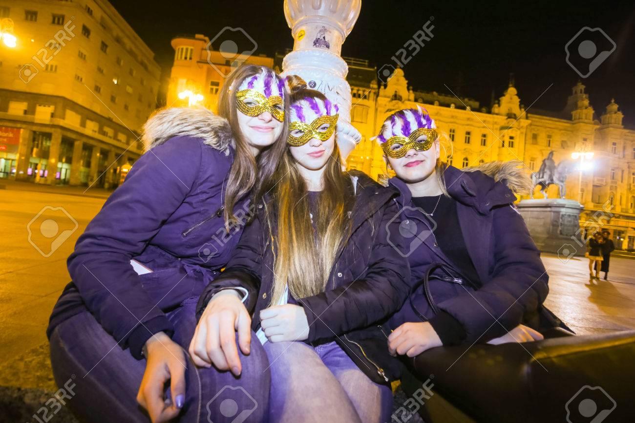 31 Oktober Halloween Feest.Zagreb Kroatie 31 Oktober 2016 De Mensen Kleedden Zich Voor Halloween Feest In De Straten Van Zagreb Kroatie