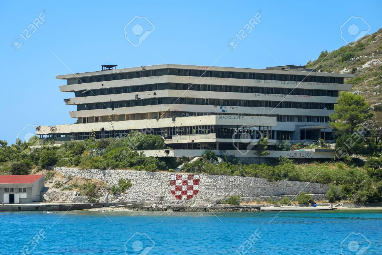 KUPARI, CROAZIA - 18 LUGLIO 2017: Hotel Pelegrinl Nella Località Di ...