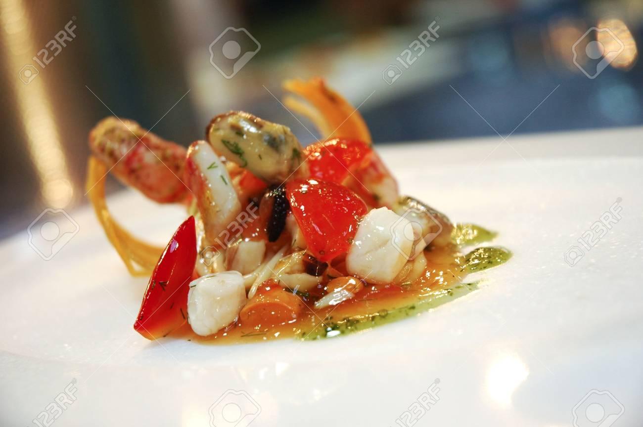 Cucina Italiana In Un Piatto Decorato Foto Royalty Free, Immagini ...