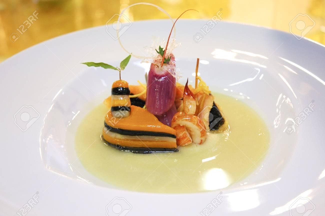 Immagini Stock - Cucina Italiana In Un Piatto Decorato Image 6341942.