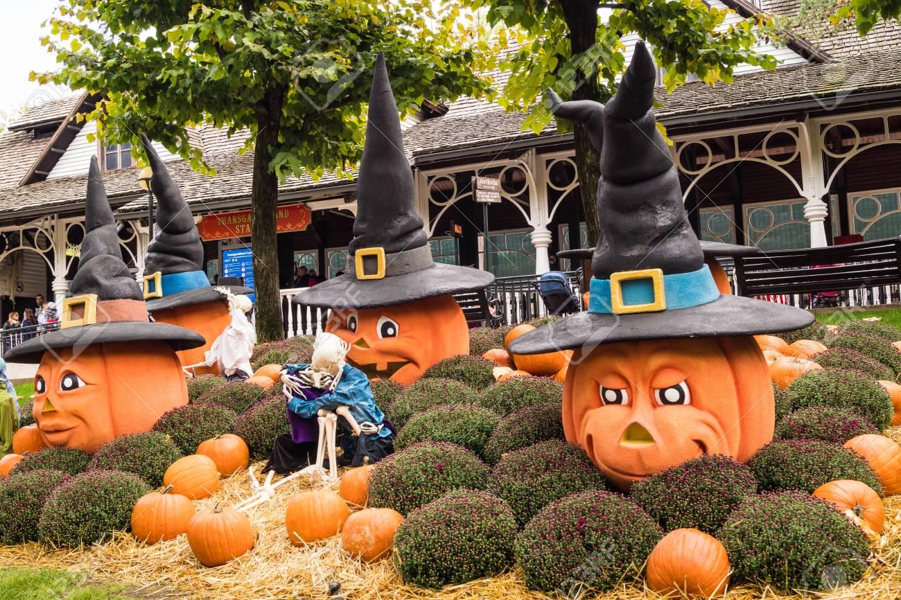 Halloween A Gardaland.Big Pumpkin For Halloween 2017 In Gardaland Park Verona Italy