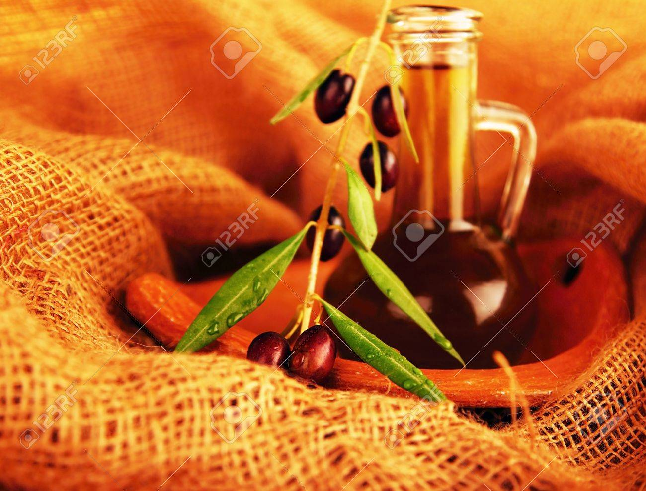 Fresh black olives & olive oil still life Stock Photo - 8108057