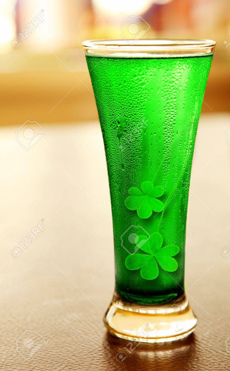 Cold green clover beer for st.Patrick's day holiday celebration, lucky concept Stock Photo - 8968120
