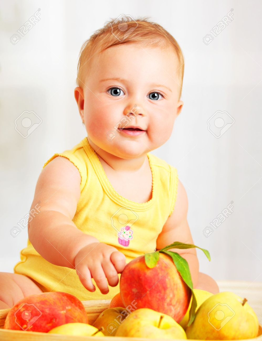 littl nude kids small children: Little baby choosing fruits, closeup portrait, concept of  health care &