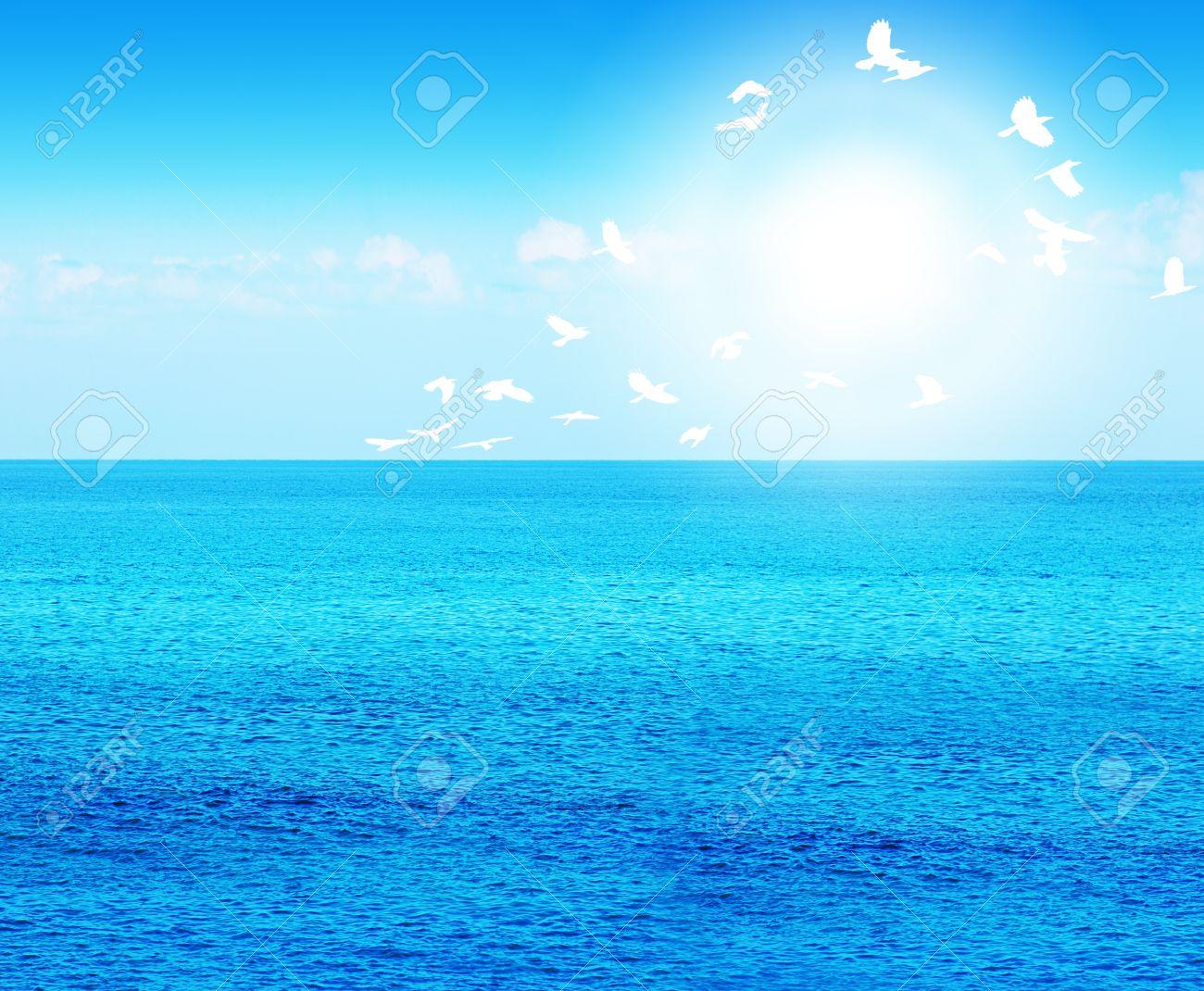 <<<Poemas de colores...>>> - Página 2 9763086-Deep-blue-sea-background-with-birds-beautiful-water-of-nature--Stock-Photo