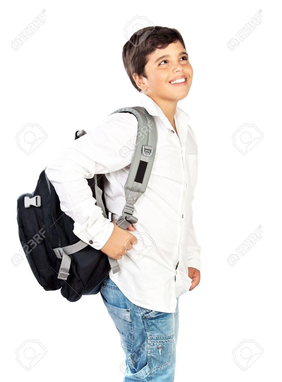 1d8167e8bc3 Feliz colegial poco sonriente, hermoso niño preadolescente aislado sobre  fondo blanco, los niños al