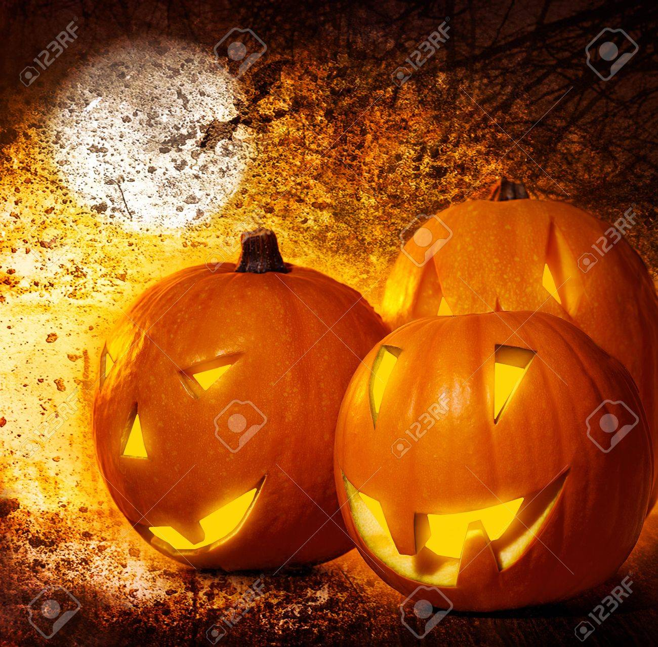 Grunge Halloween background, pumpkins on the cemetery at night, scary spooky decoration, autumn holiday Stock Photo - 10825102