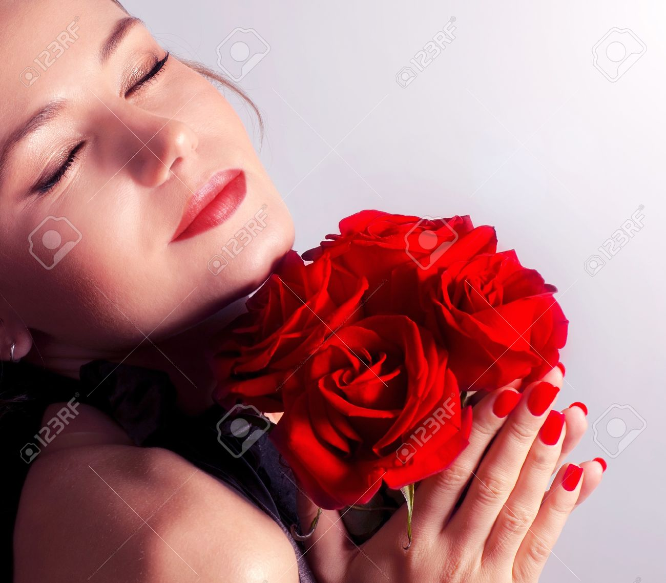 beautiful female holding red roses bouquet, valentine romantic, Natural flower