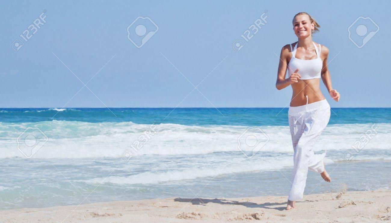 Фото девушки фитнес на пляже 6 фотография