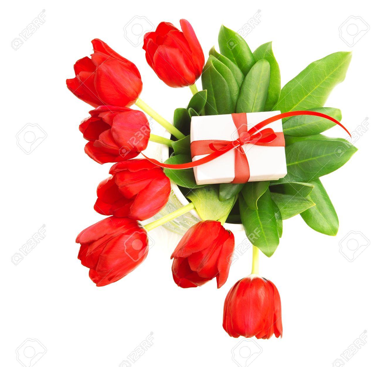 photo de beau bouquet de tulipes rouge avec coffret petite