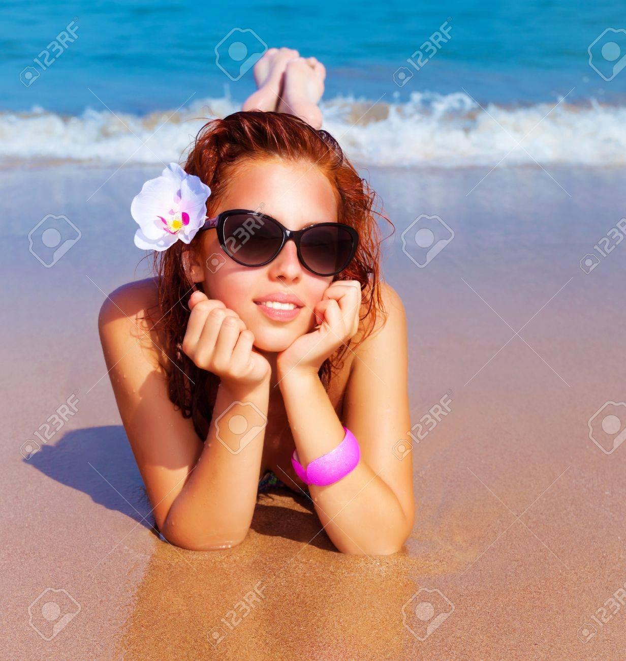 на пляже рыжие