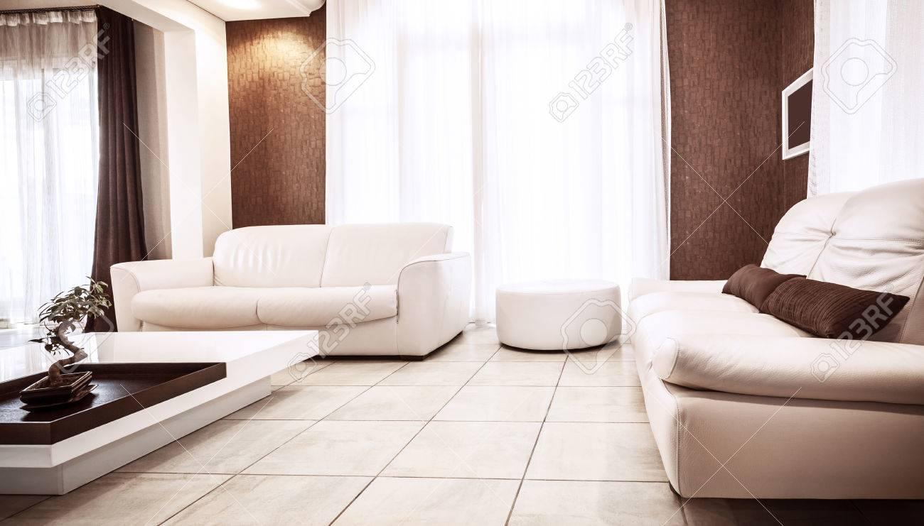 Luxus wohnung design, weißen leder couch, luxuriöse tisch, braun ...