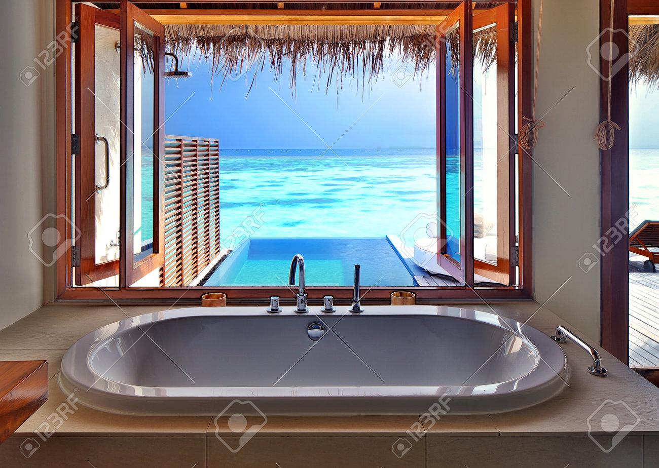 Luxe design intérieur magnifique sur la station balnéaire, vue de ...