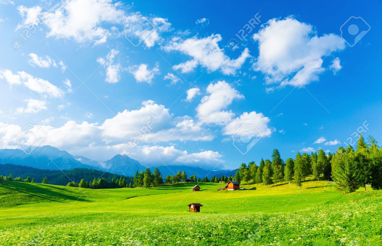 Beautiful landscape of valley in Alpine mountains, small houses in Seefeld, rural scene, majestic picturesque view in sunny day - 28132628