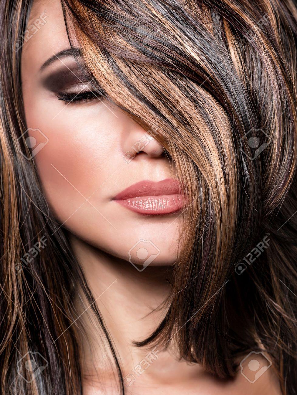 Gros Plan Portrait De Style Superbe Modèle Superbe, Beau Maquillage ...