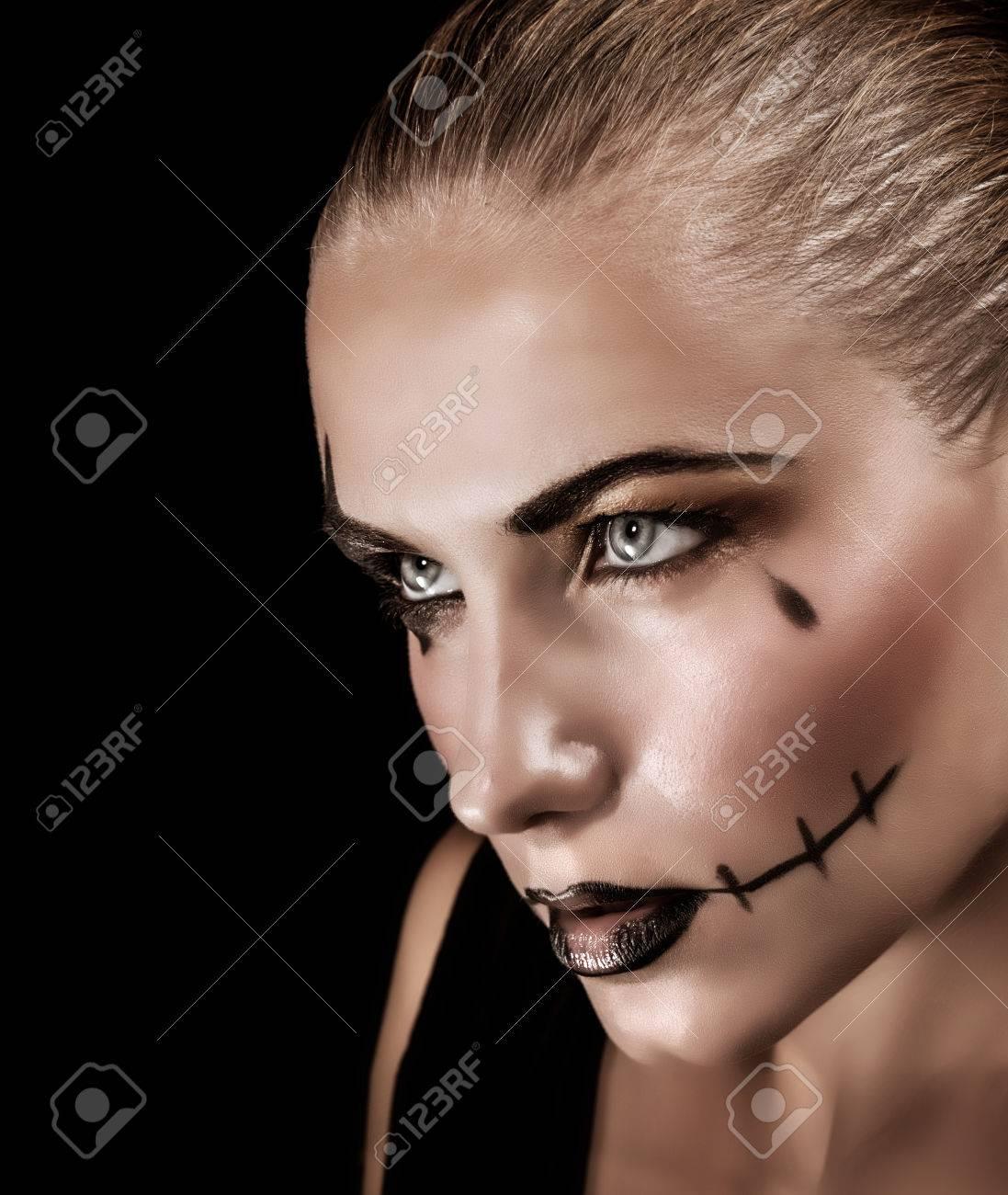 Portrat Von Aggressiven Jungen Frau Mit Make Up Und Gruseligen