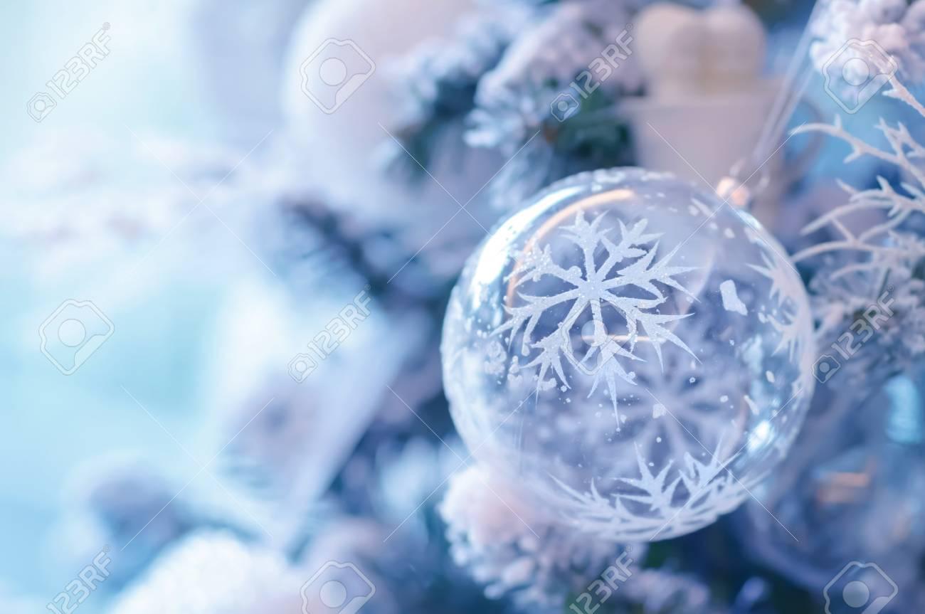 Boule De Noel Transparente A Decorer belle décoration de noël, boule transparente avec décoration de flocon de  neige suspendus sur sapin festif, joyeuses fêtes d'hiver