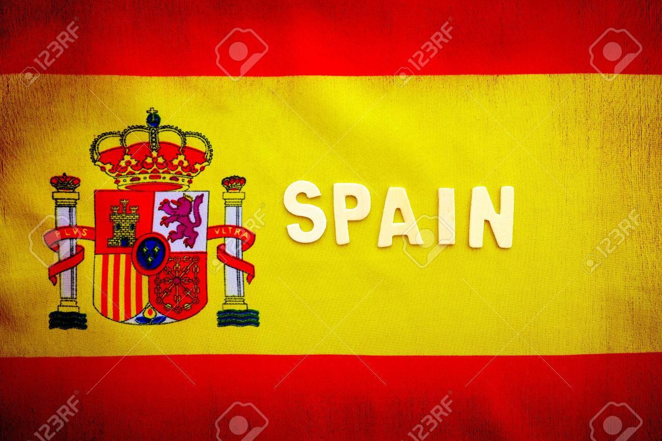 スペインの国旗 スペイン国章 テキスト領域 グランジ スタイルの愛国的な壁紙 フットボールのファンのための背景の黄色と赤の布 の写真素材 画像素材 Image